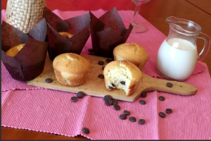 Gluténmentes muffin egy falattal megkóstolva