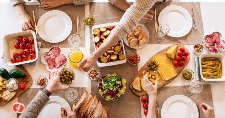 Az 51 gluténmentes étel felsorolása a táplálkozási piramis kategóriái szerint